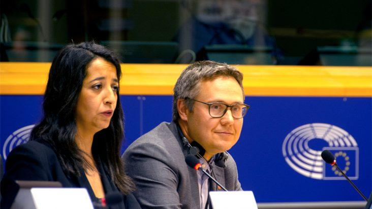 På bilden ses den franska ledamoten Karima Delli från den gröna gruppen tillsammans med Johan Danielsson efter att de blivit valda till ordförande respektive förste vice ordförande i transportutskottet.
